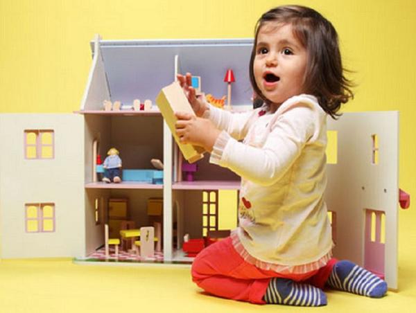 Mama, sanctionata de politisti pe motiv ca fetita de doi ani face galagie in apartament