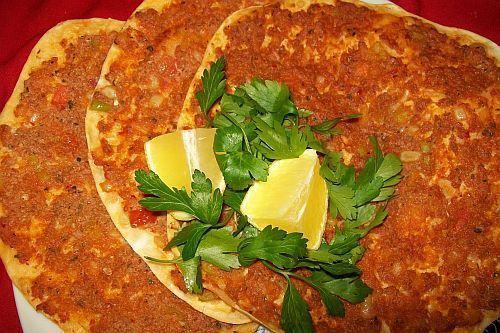 Pizza turceasca (lahmacun)