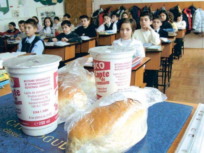 9 elevi au ajuns la spital, dupa ce au baut lapte primit la scoala
