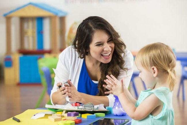 Obisnuiesti sa iti lauzi copilul? Iata cum ii influenteaza dezvoltarea