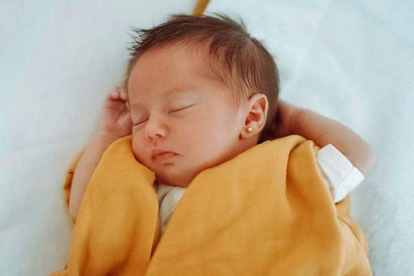dana rogoz fetita