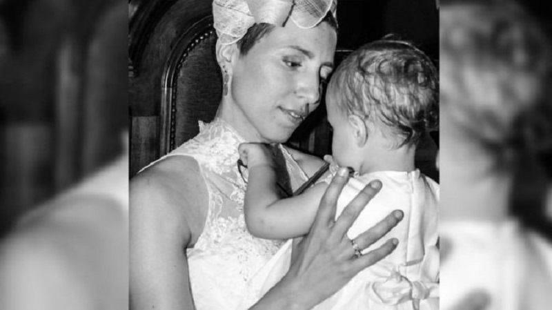 O mama care a murit moare de cancer i-a lasat fiicei sale cadouri pe care sa le primeasca pana la 18 ani