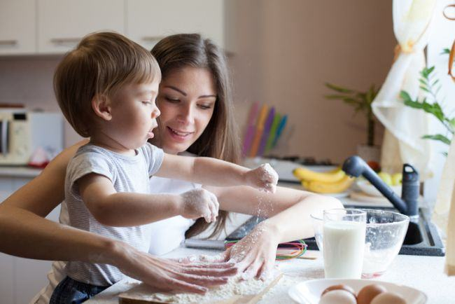 10 lucruri pe care orice mama ar trebui sa i le predea baiatului sau