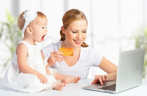 Bebelusi cu pagini pe retelele sociale, pericol sau nu?