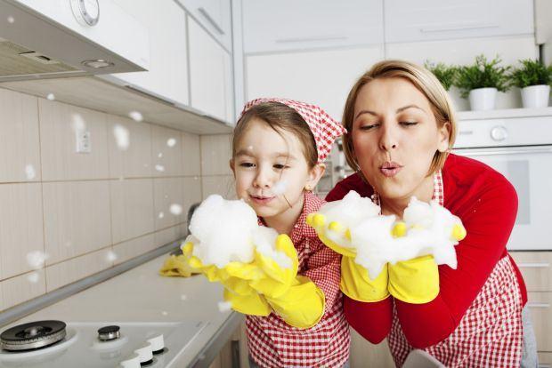 10 secrete pentru curatenie alaturi de copii