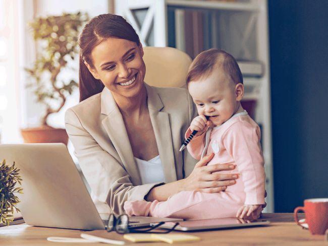 Copiii ai caror mame lucreaza au parte de beneficii mai tarziu in viata, spune un studiu