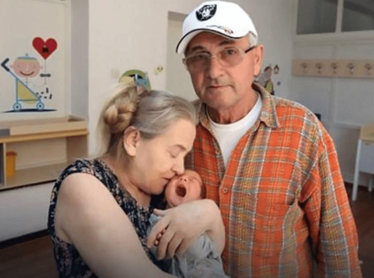 A devenit mama la 60 de ani, dupa 20 de ani de încercări eşuate