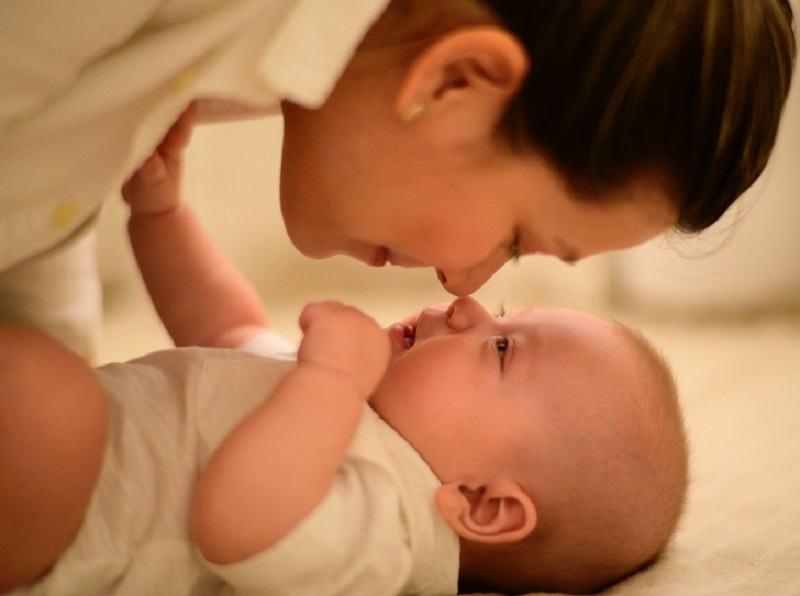 8 lucruri pe care parintii le fac RAR pentru bebelusi, insa medicii chiar le recomanda