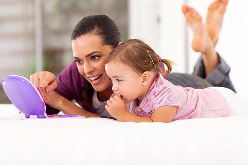 Semne care iti arata ca faci parte din generatia moderna a mamelor