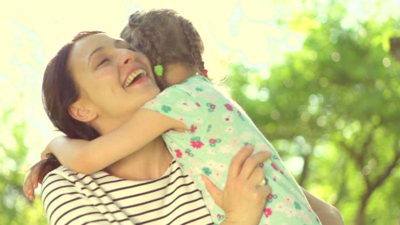Cand copilul vrea sa stea doar cu mama. De ce se intampla acest lcuru