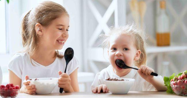 Alimente indicate pentru un somn usor. Ce sa-i dai copilului la cina ca sa doarma bine