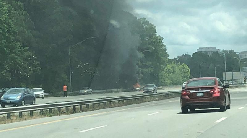 O femeie si-a incendiat masina in care se afla bebelusul sau de 14 luni
