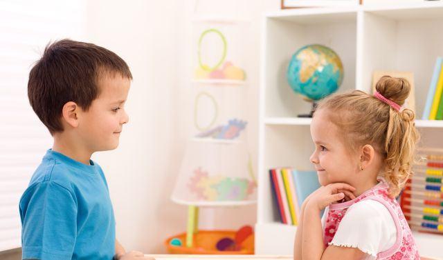 De ce se maturizeaza fetele mai devreme decat baietii?