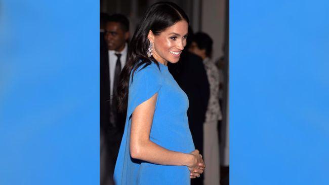 Meghan Markle si-a aratat pentru prima data burtica de gravida