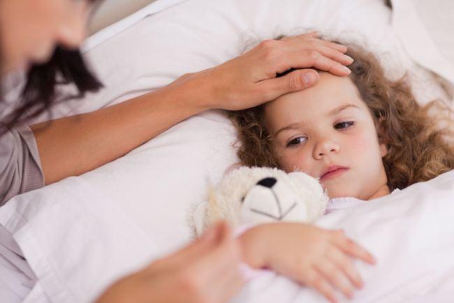 Meningita: cum poate fi prevenita si care sunt primele simptome