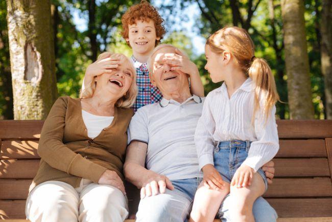 Scrisoare pentru bunicii copilului meu: Multumim! Fara voi nu stiu cum ne-am fi descurcat!