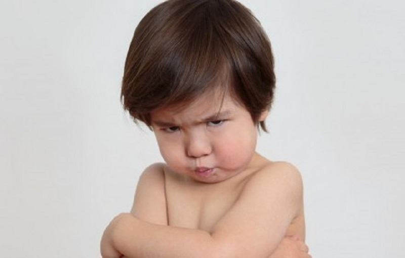 8 obiceiuri ENERVANTE pe care le au copiii, dar care sunt absolut NORMALE