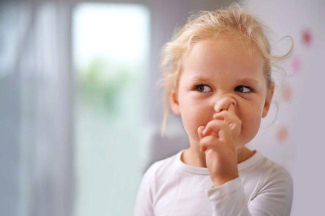 7 obiceiuri proaste ale celor mici pentru care tu esti vinovata!