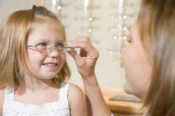 Semne care indica probleme de vedere la copii