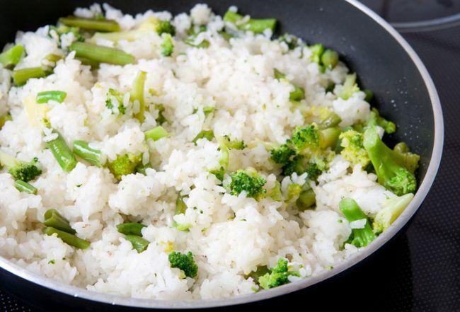Orez brun cu broccoli