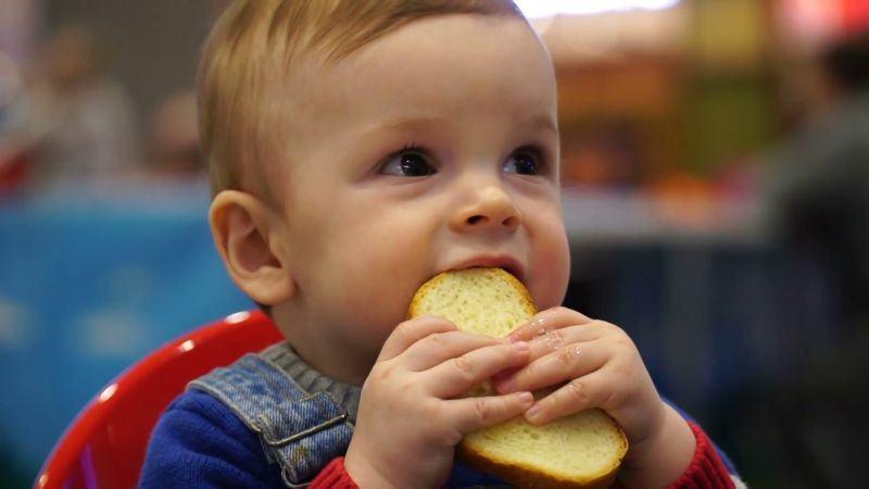 """Care este cea mai sanatoasa paine. """"Alegeti painea cu acest ingredient. Este mai usor de digerat"""""""