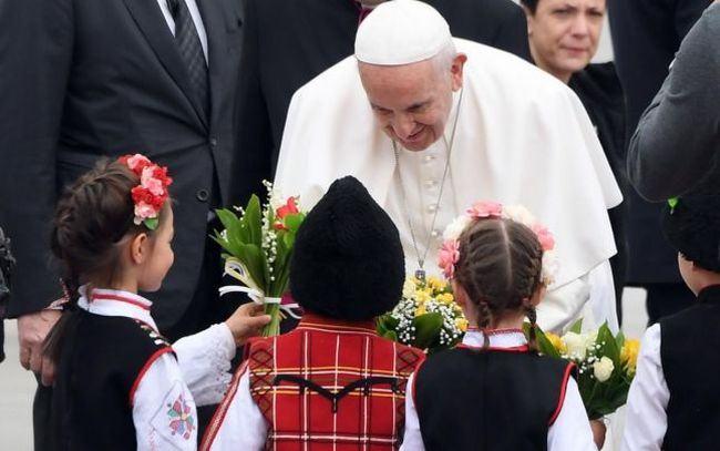 Gradinitele si scolile decid daca vor suspenda cursurile si joi, cu ocazia vizitei Papei