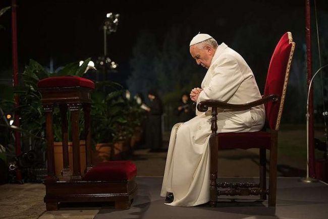 VIDEO. Ce a facut Papa Francisc cand o fetita a inceput sa alerge in jurul sau si sa bata din palme
