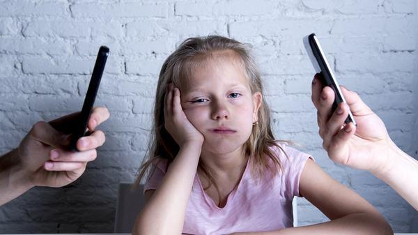 Scrisoarea unui copil catre parintii absorbiti de telefon