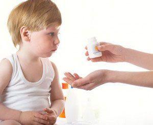 4 sfaturi sa convingi copilul sa ia medicamentele