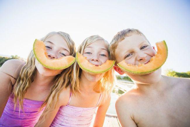 Atentie daca ii dai copilului pepene galben! Il poate imbolnavi