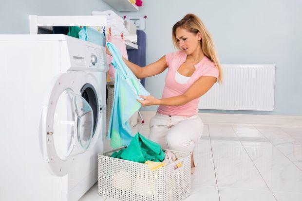 Cum indepartezi petele specifice verii, de pe haine