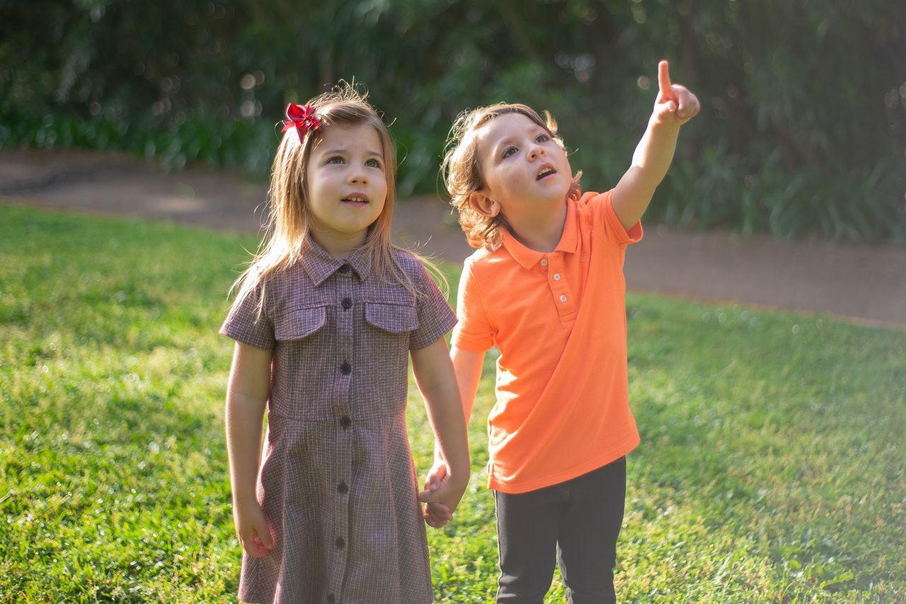 Cum inveti copilul sa se prezinte sau sa faca cunostinta cu ceilalti?