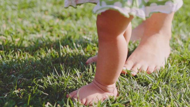 Cele mai frecvente probleme care afecteaza picioarele copiilor in timpul verii