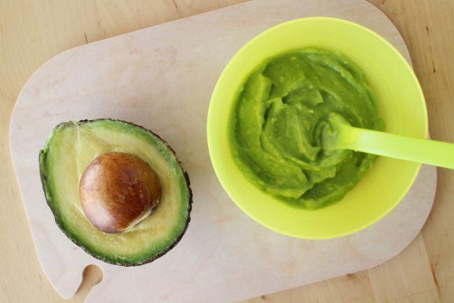 Piure de avocado cu piersica