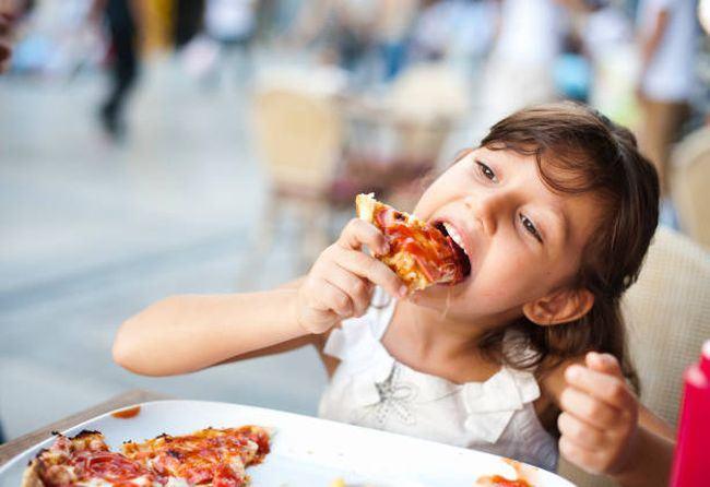 Cele mai periculoase 6 alimente pentru copii si alternativele sanatoase ale acestora
