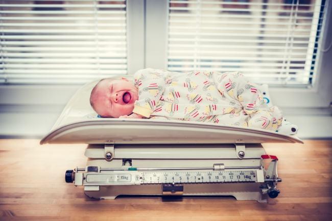Plansul si colicile la bebelusi: Sfaturi si remedii