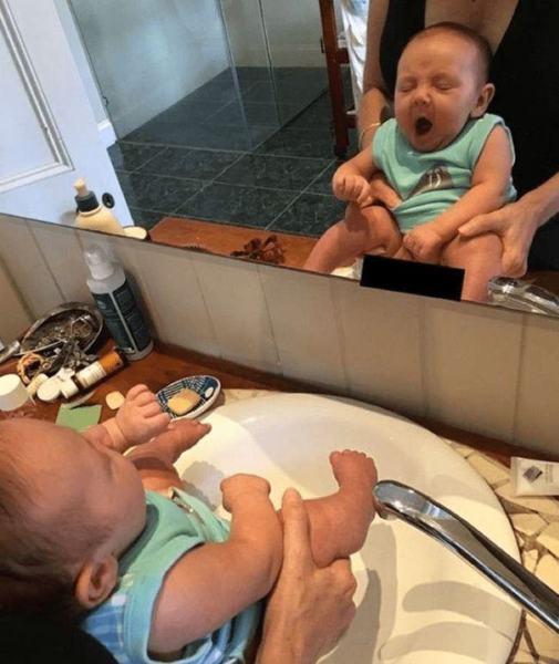 "Fiica ei nu poarta scutece. Are 2 saptamani si spune ca ii ""comunica"" atunci cand vrea la toaleta"