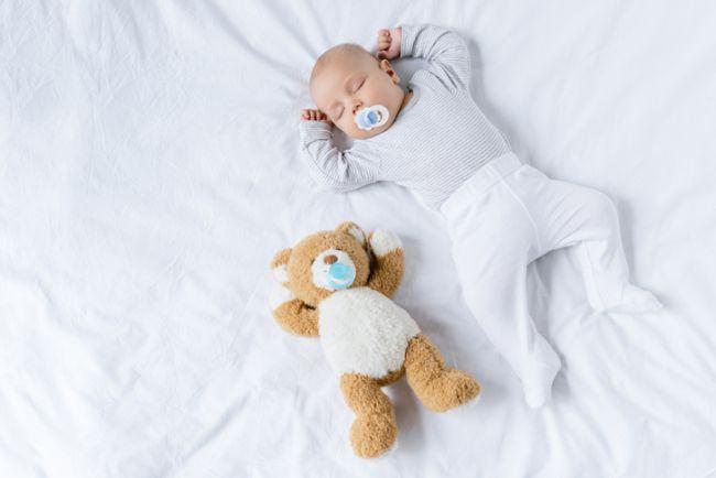 Care este cea mai periculoasa pozitie de somn pentru bebelus