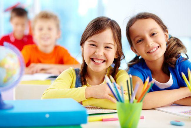 Cum iti ajuti copilul sa isi faca mai usor prieteni la scoala