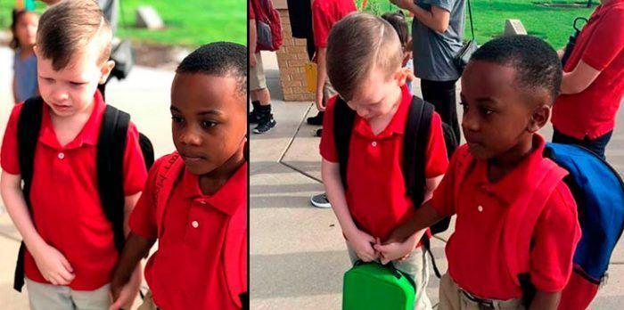 Prietenia sincera dintre doi copii. Prietenul sau cu autism plange si el nu ezita sa-l calmeze