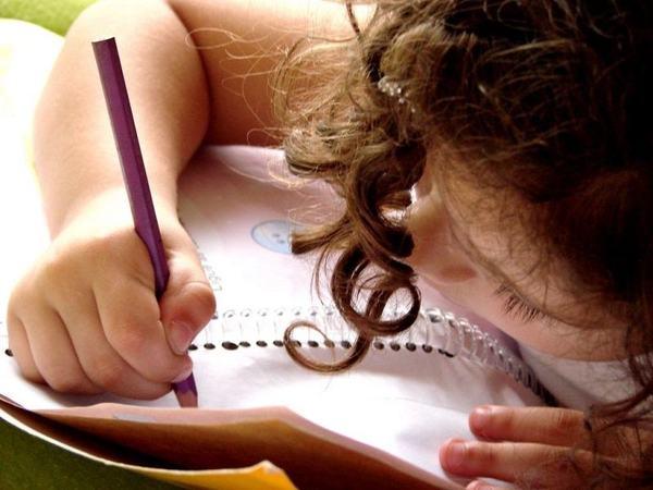 """Scrisoarea emotionanta a unei eleve din Vaslui pentru primar: """"Cand primesc alocatia va aduc banii imediat"""""""