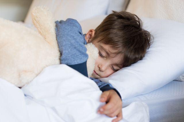 Ce am invatat cand mi-am lasat copiii sa-si stabileasca singuri programul de somn