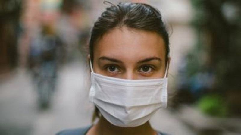 "Masca medicala: ""Purtata de un pacient sanatos nu aduce nicio protectie"""