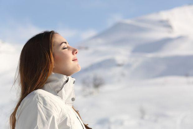 Iarna aceasta, echipeaza-te pe partie cu protectie UV pentru piele