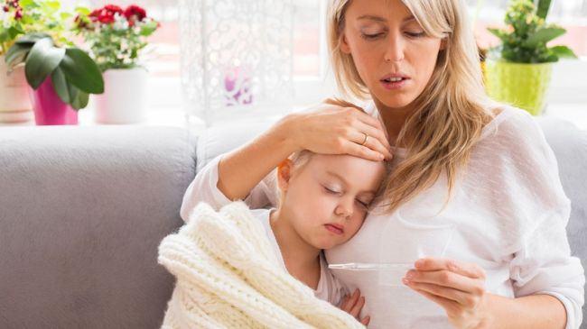 Medicii pediatri explica cele 3 mari greseli pe care le fac parintii in caz de gripa