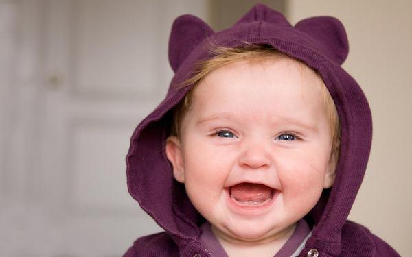 Copiii invata sa aiba simtul umorului de la parinti, potrivit unui studiu