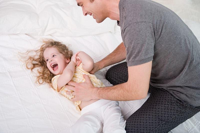 Rasul inainte de a merge la culcare il ajuta pe copil sa doarma mai bine