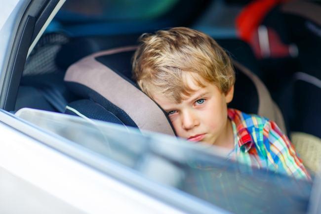 Cu copiii in vacanta: cum prevenim si combatem raul de miscare