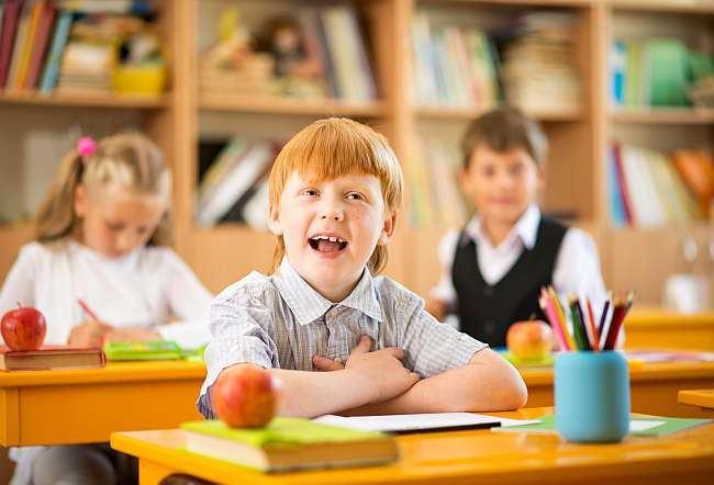 Cum sa-ti determini copilul sa respecte regulile de la scoala? 7 sfaturi esentiale pentru parinti