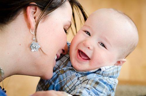 10 moduri de a interactiona cu bebelusul tau